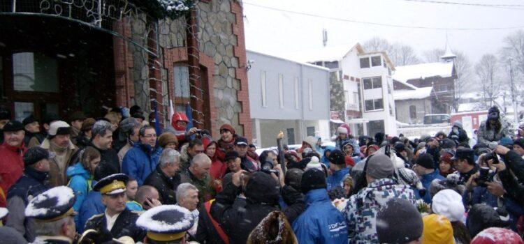 12.33 – 12.53 Flacăra Olimpică a ajuns la Bușteni.