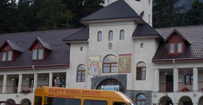 Mânăstirea Caraiman straie de sărbătoare