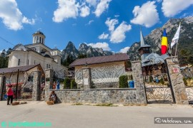 manastirea-caraiman02