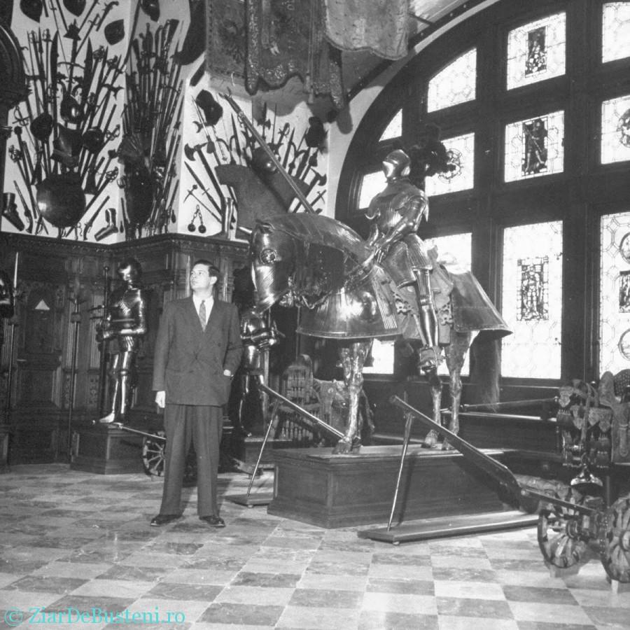 1946 - Regele Mihai la palatul din Sinaia