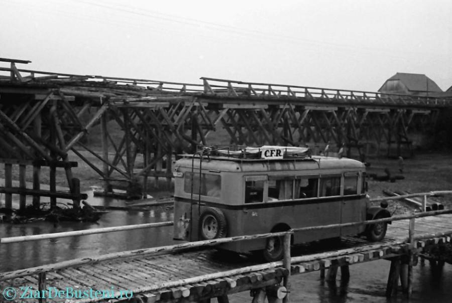 Sinaia 1941 Gara Regala inca un autobuz CFR