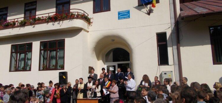 Incepe școala pe 14 septembrie, structura anului școlar și Inălțarea sfintei cruci la Bușteni