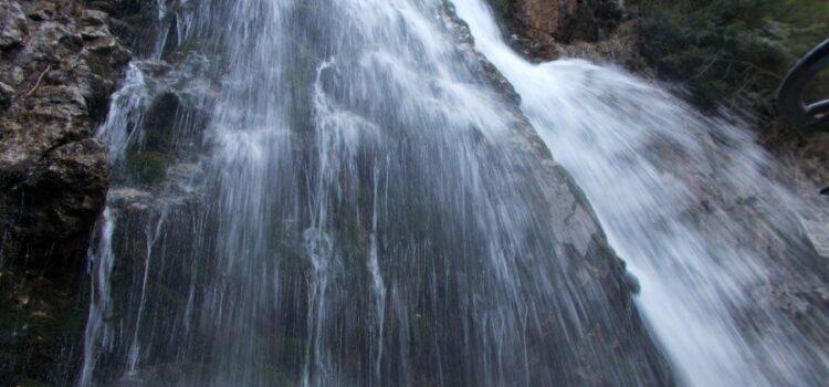 Cascada-urlatoarea